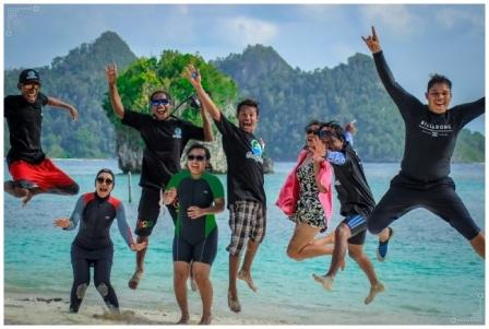 tour raja ampat oasis crew